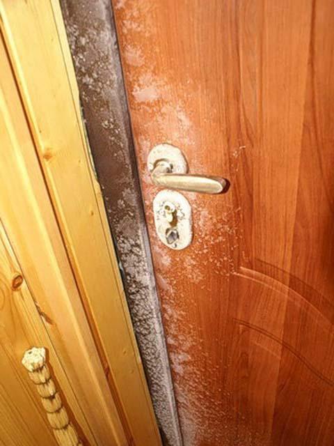 Как сделать чтобы металлические двери не потели
