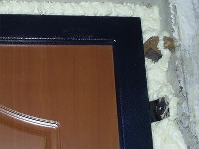 Щель между дверной коробкой и стеной